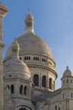Vista del primo piano della basilica ad alba, Montmartre, Parigi, franco di Sacre Coeur delle torri Fotografia Stock