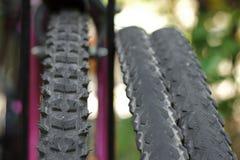 Vista del primo piano della ruota di bicicletta. Immagine Stock Libera da Diritti