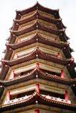 Vista del primo piano della torre della pagoda di mattina fotografie stock libere da diritti