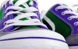 Vista del primo piano delle scarpe da tennis di modo Fotografie Stock Libere da Diritti