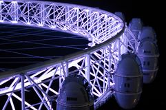 Vista del primo piano di notte di parte di sotto dell'occhio di Londra Fotografia Stock Libera da Diritti
