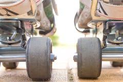 Vista del primo piano di pattinaggio a rotelle dalla parte posteriore Fotografie Stock