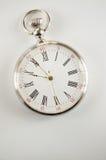 Vista del primo piano di un orologio da tasca d'argento Immagine Stock Libera da Diritti
