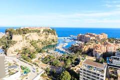 Vista del prince& x27; palacio de s en Monte Carlo en un día de verano, Imágenes de archivo libres de regalías