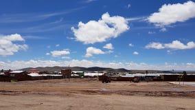 Vista del pueblo del altiplanico de San Cristobal, Bolivia fotos de archivo libres de regalías