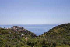 Vista del pueblo de Corniglia Imagen de archivo libre de regalías
