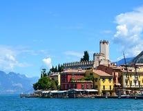 Vista del pueblo de Malcesine, Lago di Garda, región Lombardía, Italia imagen de archivo libre de regalías
