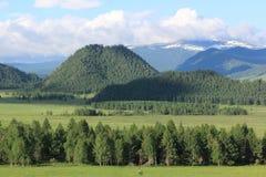 Vista del pueblo de montaña de Elo, Altai, Rusia Fotos de archivo