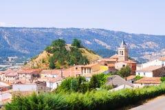 Vista del pueblo de montañas en Aragón Frias de Albarracin Imagen de archivo libre de regalías