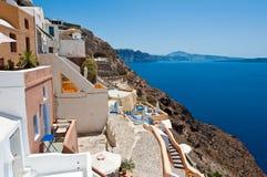 Vista del pueblo de Oia en la isla de Santorini también conocida como Thera, Grecia Imágenes de archivo libres de regalías