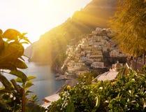 Vista del pueblo de Positano a lo largo de la costa de Amalfi en Italia imagen de archivo libre de regalías