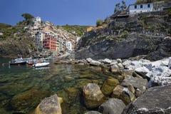 Vista del pueblo de Riomaggiore Fotografía de archivo libre de regalías