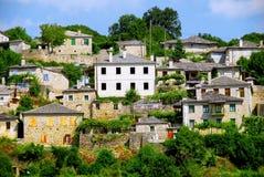 Vista del pueblo de Vitsa en el área de Zagoria fotografía de archivo libre de regalías