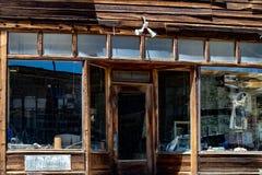 Vista del pueblo fantasma famoso de Bodie, California fotos de archivo