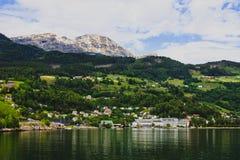 Vista del pueblo Ulvik, Noruega Imagen de archivo
