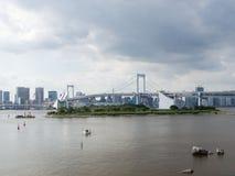 Vista del puente del arco iris de Odaiba, Tokio, Japón fotografía de archivo libre de regalías