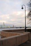 Vista del puente de Dvortsovy sobre el río de Neva foto de archivo libre de regalías