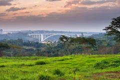 Vista del puente ( de la amistad; Ponte DA Amizade) fotos de archivo libres de regalías