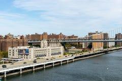 Vista del puente de Manhattan del puente de Brooklyn en Nueva York imagen de archivo