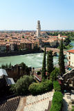 Vista del puente de Ponte en Verona en el río del Adigio Imagen de archivo