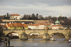 Vista del puente de Praga Imagen de archivo libre de regalías