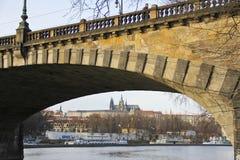 Vista del puente de Praga Foto de archivo libre de regalías