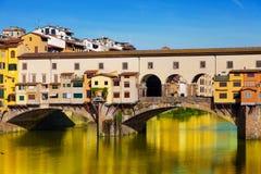 Vista del puente del oro (Ponte Vecchio) Foto de archivo libre de regalías