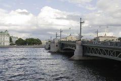Vista del puente del palacio Imagen de archivo libre de regalías