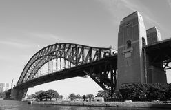 Vista del puente del puerto y del teatro de la ópera en Sydney, Australia Fotos de archivo libres de regalías