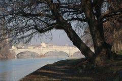Vista del puente sobre el río Po en Turín, Piamonte, Italia Imágenes de archivo libres de regalías
