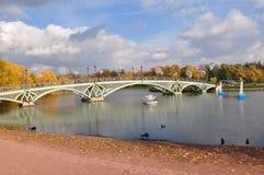 Vista del puente a Tsaritsyno Imagenes de archivo