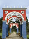 Vista del puente veneciano en el se?or?o de Stepanovskoe-Volosovo de la familia principesca de la regi?n Rusia de Kurakin Tver fotos de archivo