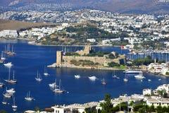 Vista del puerto de Bodrum y del castillo de San Pedro Imagen de archivo libre de regalías