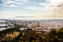 Vista del puerto, de la catedral, de Alcazaba y del paisaje urbano de Málaga Imagen de archivo libre de regalías