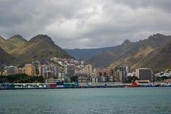 Vista del puerto de Santa Cruz Imagenes de archivo