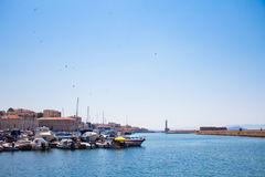 Vista del puerto veneciano de Chania Crete, Grecia foto de archivo