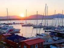 Vista del puerto y de los barcos hermosos en Alghero, Cerdeña, Italia Imagen de archivo libre de regalías