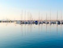 Vista del puerto y de los barcos hermosos en Alghero, Cerdeña, Italia Imagen de archivo
