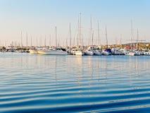 Vista del puerto y de los barcos hermosos en Alghero, Cerdeña, Italia Fotografía de archivo libre de regalías