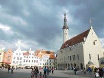 Vista del quadrato centrale a Tallinn, Estonia immagine stock libera da diritti