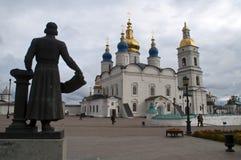 Vista del quadrato davanti al complesso storico di Cremlino immagini stock libere da diritti