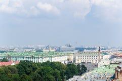 Vista del quadrato del palazzo a St Petersburg immagini stock
