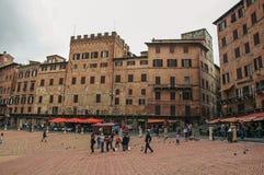 Vista del quadrato principale del ` di Piazza del Campo del ` nel centro urbano di Siena Immagini Stock