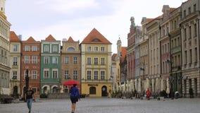 Vista del quadrato principale Rynek della città polacca Poznan video d archivio