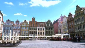 Vista del quadrato principale Rynek della città polacca Poznan archivi video