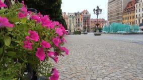 Vista del quadrato principale Rynek della città polacca Wroslaw archivi video