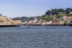 Vista del quarto storico di Ribeira, sul fiume del Duero del margine Fotografia Stock