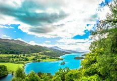 Vista del Queens al lago Tummel in Scozia fotografia stock