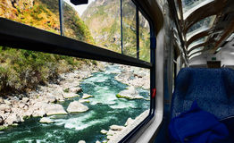 Vista del río de la ventana del tren Imagen de archivo libre de regalías
