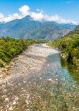 Vista del río de Maggia, el comenzar de Vallemaggia famoso en el cantón Tesino de Suiza Fotografía de archivo